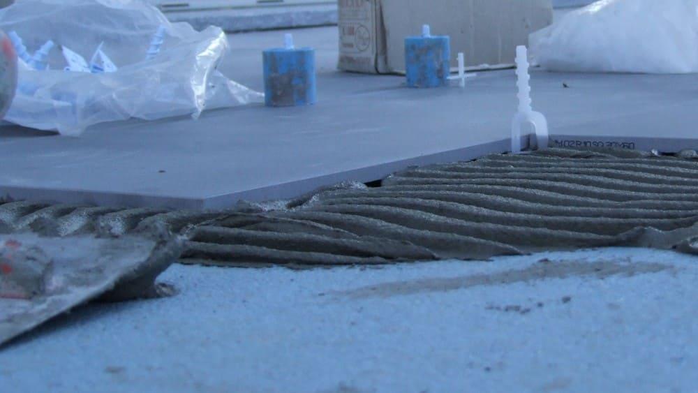Posa del gres porcellanato su un pavimento esistente